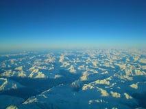 Schnee deckte Berge ab. Stockfotografie