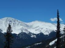 Schnee deckte Berge ab Stockfotografie