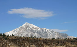 Schnee deckte Berge ab Lizenzfreies Stockfoto