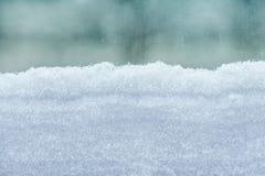 Schnee deckte Fenster ab lizenzfreie stockfotos