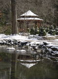 Schnee deckte Gazeebo ab Stockfotos