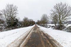 Schnee deckte Straße ab Stockfoto