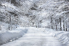 Schnee deckte Straße ab Stockbild