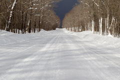Schnee deckte Straße ab Lizenzfreie Stockfotos
