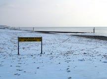 Schnee deckte Strand ab Lizenzfreies Stockfoto