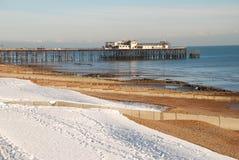 Schnee deckte Strand, St.Leonards-on-Sea ab Stockfotografie