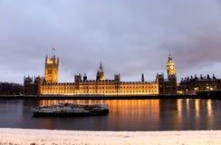 Schnee deckte Westminster nachts ab Stockfotografie