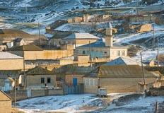 Schnee in den großartigen Caucausis-Bergen Stockfoto