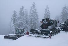 Schnee, der auf Steigung des Skiorts Gorky Gorod sich pflegt Lizenzfreies Stockbild