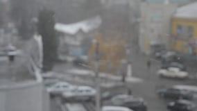 Schnee, der draußen fällt stock footage