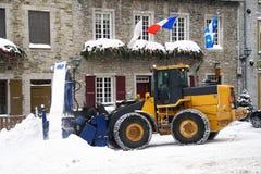 Schnee, der Fahrzeug - Schneepflug löscht Stockbild