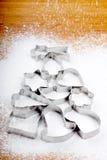 Schnee des Zuckers fallend auf einen Weihnachtsbaum Lizenzfreie Stockbilder