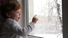 Schnee draußen stock video footage