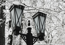 Schnee - eine Laterne - ein Eiszapfen. stockbilder