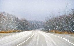 Schnee fällt vom Himmel Lizenzfreie Stockfotografie