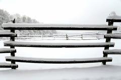 Schnee füllte Pferdehürden-Winterzeit ohne Pferde Flacher dep Lizenzfreie Stockbilder