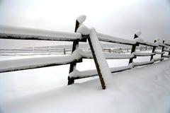 Schnee füllte Pferdehürden-Winterzeit ohne Pferde Flacher dep Lizenzfreies Stockbild