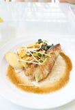 Schnee-Fisch-Steak auf Weiß Lizenzfreie Stockfotografie