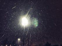 Schnee funkelt nachts Stockbild