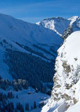 Schnee-Gebirgstal lizenzfreies stockbild