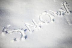 Schnee geschrieben in den Schnee stockfotografie