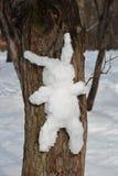 Schnee-Häschen auf Baum Stockfotos