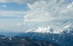 Schnee-mit einer Kappe bedeckte Bergspitzen des Kaukasus Lizenzfreies Stockbild