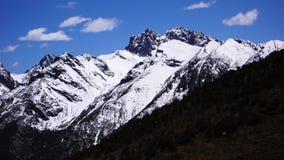 Schnee-mit einer Kappe bedeckte Landschaft Abzugsgrabens sieben Sichuans Aba Tibetan Lizenzfreies Stockbild