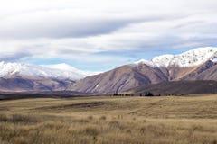 Schnee mit einer Kappe bedeckter Gebirgszug Mackenzie Country Stockbild