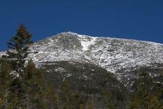 Schnee mit einer Kappe bedeckter Maine-Berg Stockbilder