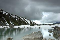 Schnee mitten in Sommer Stockfotografie