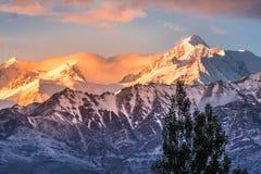 Schnee Mountain View von Bezirk Leh Ladakh, Northerteil von Indien stockfotos