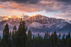 Schnee Mountain View von Bezirk Leh Ladakh, Northerteil von Indien stockbilder