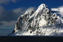 Schnee mountans in Antarktik Lizenzfreie Stockfotos