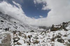 Schnee-Tal in Nepal lizenzfreie stockfotografie