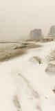 Schnee treibt auf dem Strand in Pomorie, Bulgarien Stockfotografie