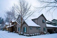 Schnee umfaßte Häuser Lizenzfreie Stockfotografie