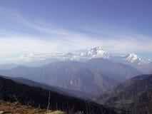 Schnee umfaßte Spitzen von Himalya Stockfotografie