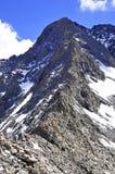 Schnee umfasste alpine Landschaft auf Colorado 14er wenig Bärn-Spitze Stockfotografie
