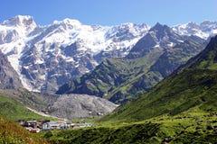 Schnee umfasste Spitzen von Garhwal-Himalaja, Uttarkhand, Indien Lizenzfreie Stockfotografie