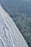 Schnee und einfrierendes Wasser Hintergrund Stockfotos
