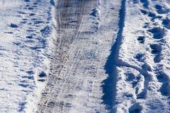 Schnee und Eis auf der Straße Stockfoto