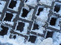 Schnee und Eis auf quadratischem Gitter Lizenzfreie Stockfotografie