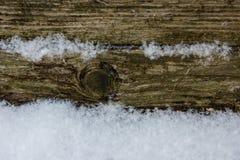 Schnee- und Holzhintergrund Lizenzfreies Stockbild