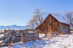 Schnee und Scheune Stockbild
