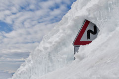 Schnee und Signpost Lizenzfreies Stockfoto