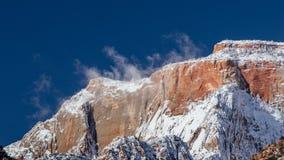 Schnee verdunstet auf einem Gebirgszug in Zion National Park, Utah Stockfotos