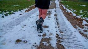 In Schnee weg laufen