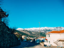 Schneebedeckte Berge von Budva Lizenzfreie Stockfotos