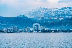 Schneebedeckte Berge von Budva Stockfotos